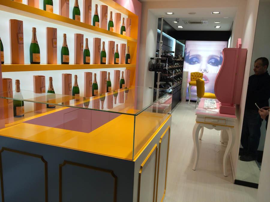 Temporary Rosè Champagne & Make Up Bar